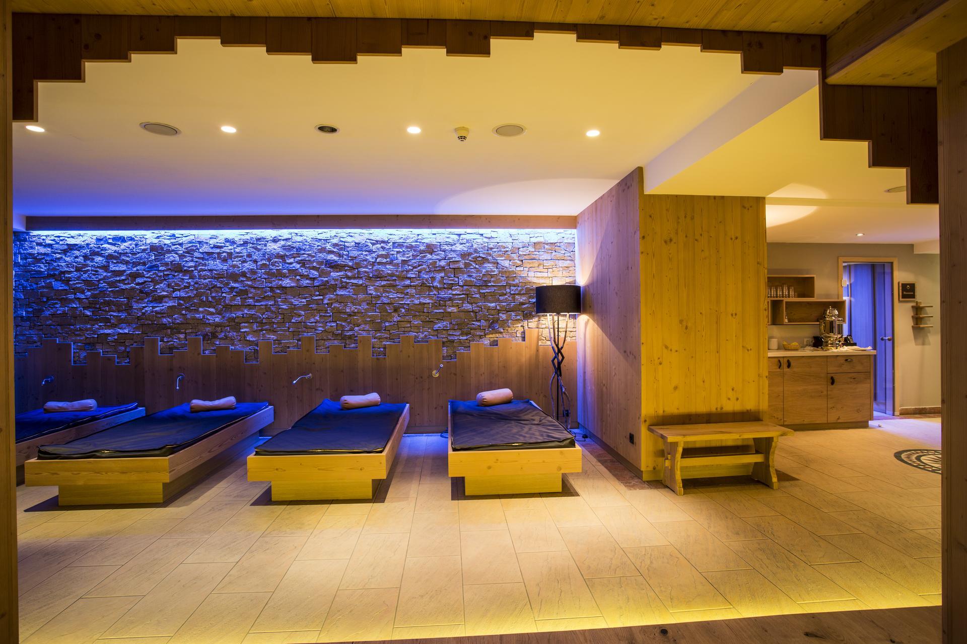wellness spa vier sterne hotel valentin in s lden. Black Bedroom Furniture Sets. Home Design Ideas